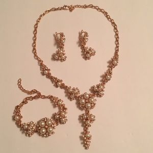 Rosegold toned with pearl rhinestone necklace set